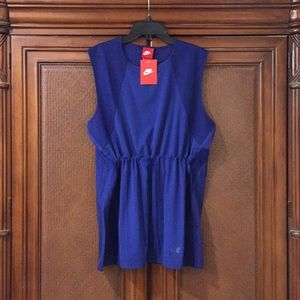 💙 NIKE COLLECTION 💙 ( NWT ) STUNNING TANK TOP